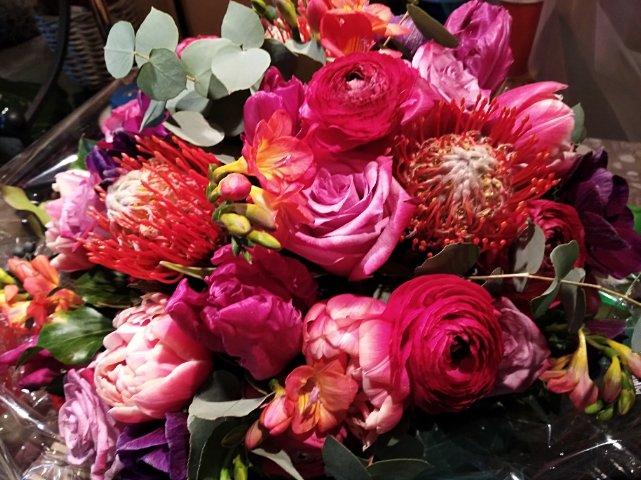 Consegna Fiori.Bouquet Of Seasonal Flowers That S Gentile Consegna Fiori E