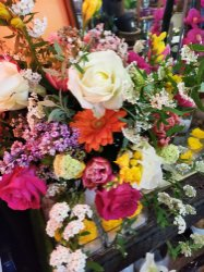 Bouquet di  fiori con con rose